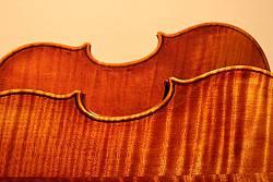 """Originalgetreue Kopie der """"King""""-Violine von Guarneri """"del Gesu"""" (im Vordergrund)"""